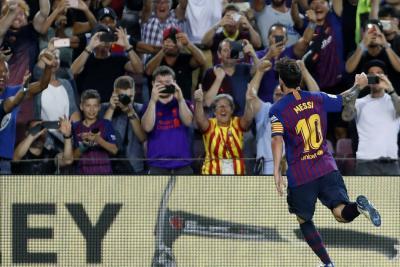 Barcelona, liderado por Messi, debutó con triunfo ante el Alavés