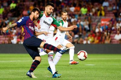 Messi lleva al Barcelona a la victoria ante el Alavés