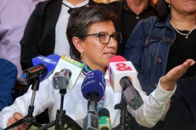 La exsenadora Claudia López dijo que la iniciativa de la Consulta implica un ahorro de $11.800.773 en el salario mensual de cada congresista.