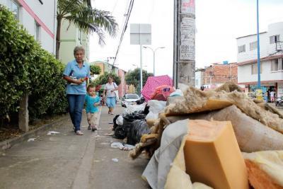 Van 423 multados en Bucaramanga por disposición indebida de basuras