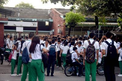 Con proyecto de ley pretenden prohibir uso de celulares en colegios de Colombia