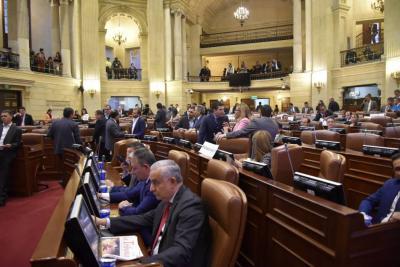 En menos de 24 horas la bancada del Centro Democrático sufrió dos derrotas seguidas en el Congreso de la República.
