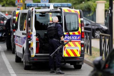 Dos muertos por un ataque con cuchillo en una ciudad cerca de París