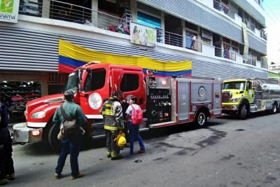 Bomberos de Bucaramanga controló incendio en el Centro Comercial Panamá