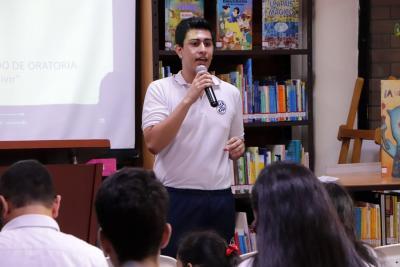 Doce colegios llegan a final de concurso de oratoria en Ulibro