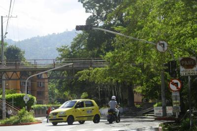 Apagones en los semáforos desespera a los conductores