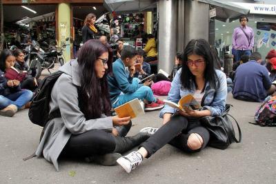 Las mujeres leen más que los hombres en Bucaramanga