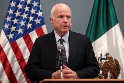 McCain es recordado por esfuerzo en favor de la reforma migratoria