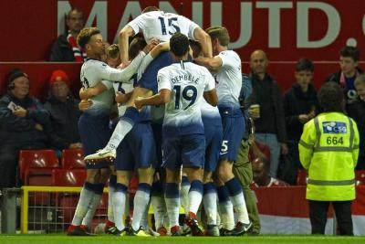 El Tottenham, sin Davinson Sánchez, ganó 0-3 en Old Trafford