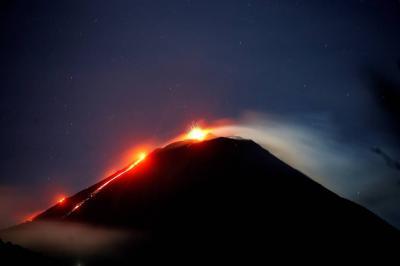 Volcán de Fuego en Guatemala registra descensos de lahares