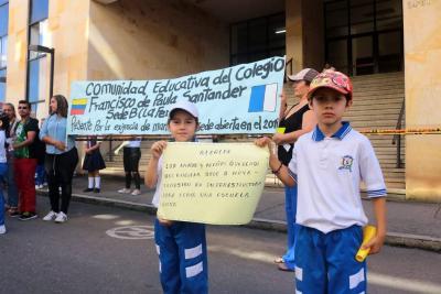 Cerca de 500 niños del barrio La Feria de Bucaramanga se quedarían sin colegio