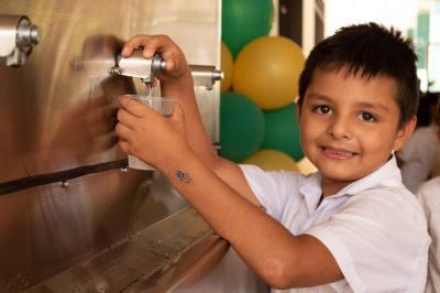 Llevan agua potable     a escuela rural en San Vicente de Chucurí