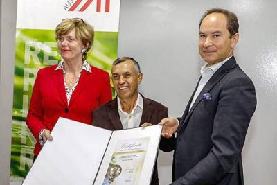 Innovador veleño fue condecorado por la Embajada de Austria