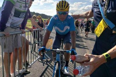 Nairo Quintana se salvó de un accidente al final de la sexta etapa de La Vuelta