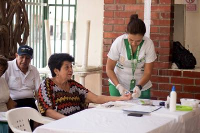 Atención médica para los adultos mayores de Girón