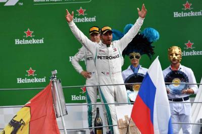 Hamilton batió a los Ferrari y se consolida como líder de la F1