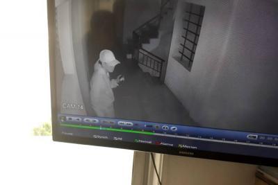 El asaltante solamente quedó registrado en una cámara de seguridad.