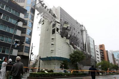 Al menos siete muertos por violento tifón Jebi en Japón
