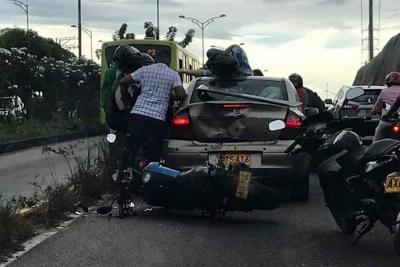 Aparatoso accidente dejó un herido en la Autopista Floridablanca