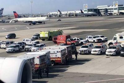 Pusieron en cuarentena pasajeros de un avión en Nueva York tras alerta bacteriológica