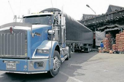 Gremios rechazan alza de precios de combustibles
