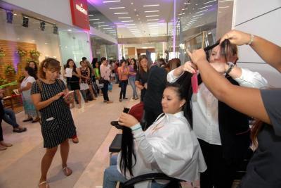 Si desea obtener mayor información sobre cómo contribuir con el banco de pelucas, puede comunicarse con la 'Fundación Senos Ama' a la línea 301 272 0009.