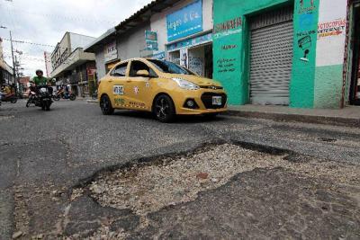 La malla vial de la ciudad se encuentra en pésimas condiciones. La actual Administración ha invertido $5.200 millones al arreglo y reparcheo de vías en Bucaramanga.