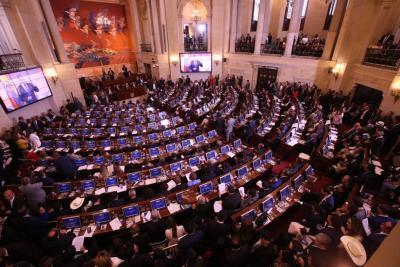 Hay primer acuerdo para congelar salario de congresistas durante 10 años: Claudia López