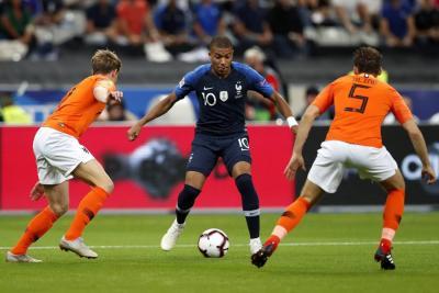 Olivier Giroud frenó el resurgir de Holanda