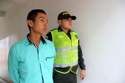 Lo acusan de vender drogas a las afueras de  un colegio en Girón
