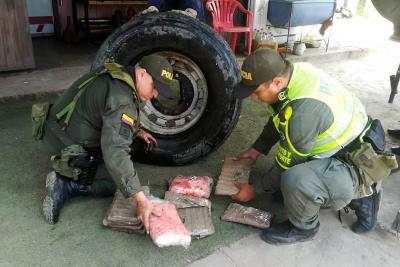 Descubren caleta en la llanta de repuesto de un camión en Barrancabermeja