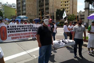 Docentes en Bucaramanga marcharon para protestar contra medidas del Gobierno Nacional
