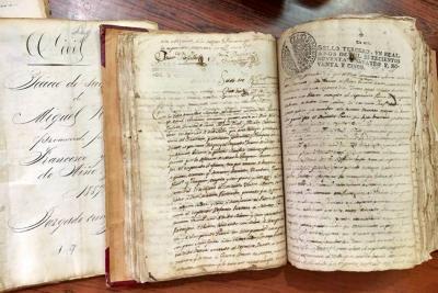 Santander trabaja en la restauración de invaluables documentos históricos para Colombia