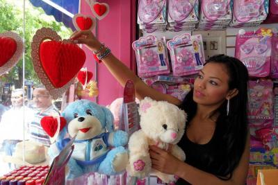 80% de los colombianos celebrarán el Día del Amor y la Amistad
