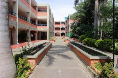 Alumnos volverían al colegio San Carlos el 1 de octubre