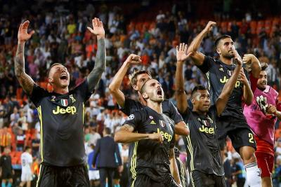Dos penales tras expulsión de Cristiano dieron el triunfo a la Juventus sobre Valencia