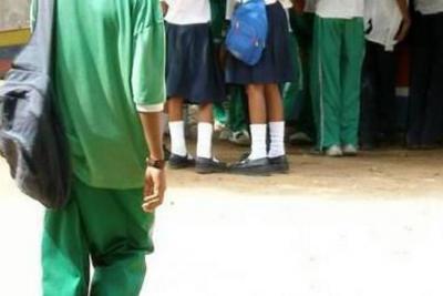Polémica en colegio de Medellín por uso de uniformes para comunidad Lgbti