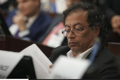 Gustavo Petro deberá retractarse por señalamientos contra Álvaro Uribe