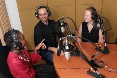 UNAB radio lanza programa en inglés
