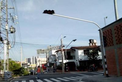 Instalan semaforización en la paralela TCC - Molinos