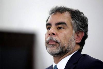 """Por """"chuzadas"""", Fiscalía compulsa copias para investigar a senador Benedetti"""