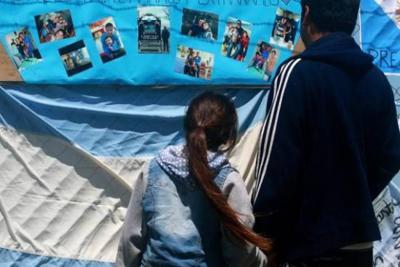 Buscan submarino argentino en  una zona de profundos cañones