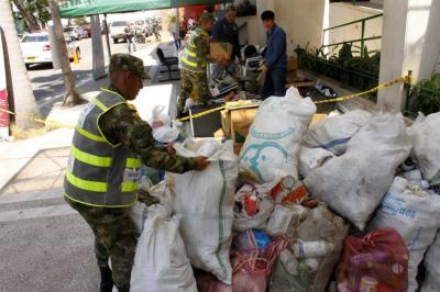 Las autoridades enseñan a reciclar en los barrios