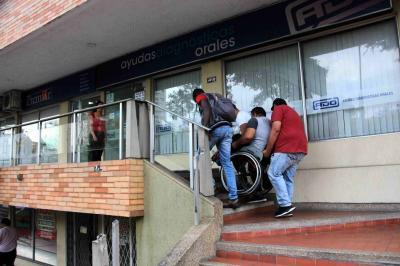 Denuncian falta de accesibilidad para personas en condición de discapacidad en edificio de Bucaramanga