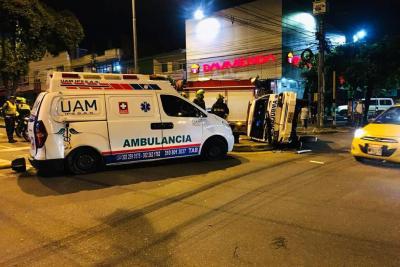 En la noche del pasado martes 25 de septiembre, se generó un accidente entre dos ambulancias que transitaban por el sector de Provenza. Las autoridades reportan tres lesionados.