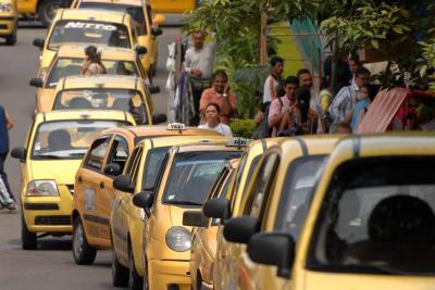 La 'piratería' superó el transporte de taxis en el área metropolitana de Bucaramanga
