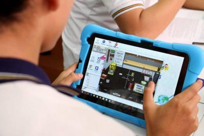Alcaldía promueve el uso de tabletas para las prácticas de laboratorio