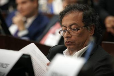 Uribe denuncia a Petro por calumnia, injuria y fraude