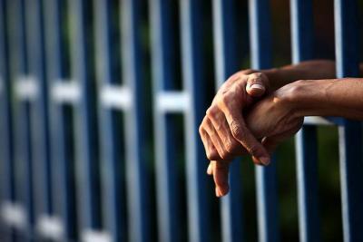 Fue enviado a prisión tras ser acusado de apuñalar a su expareja en Girón