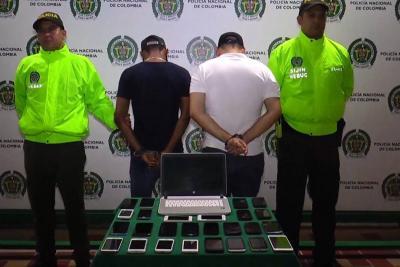 Extinción de dominio a 15 negocios que vendían celulares hurtados en Bucaramanga